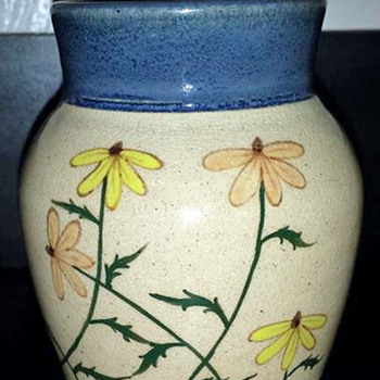Small Southern Flower Vase - Pottery