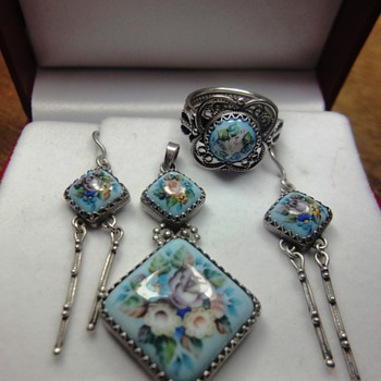 Exclusive parure consisting enameled ring, pendant and earrings from Russia - Fine Jewelry