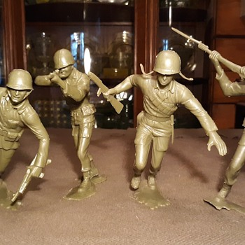 Marx 6 Inch World War II US Marines 1960s - Toys