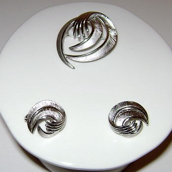 Vintage Trifari Swirl Brooch and Earrings - Costume Jewelry