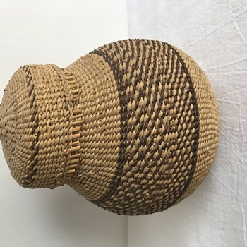 SMALL LIDDED NATIVE STYLE BASKET - Native American