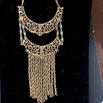 Gold necklace  - Costume Jewelry