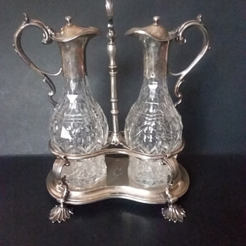 Robert Hennell IV, London, sterling silver and cut glass cruet set, 1872. - Silver