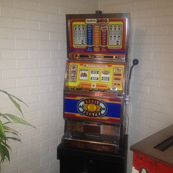 1980 Universal 3400 series one arm bandit - Coin Operated