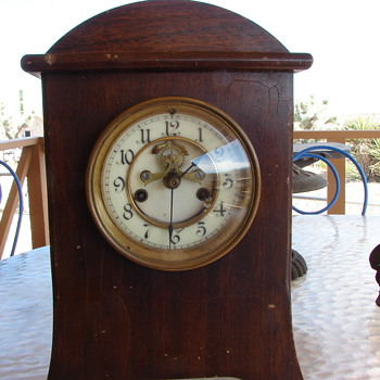 Essex mantel clock mfg. by Waterbury Clock Co. - Clocks