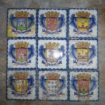 crest tiles?...spanish - Pottery