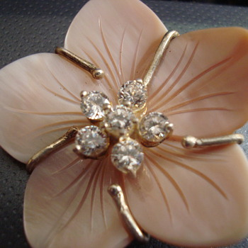 Mother of pearl flower pendant - Costume Jewelry