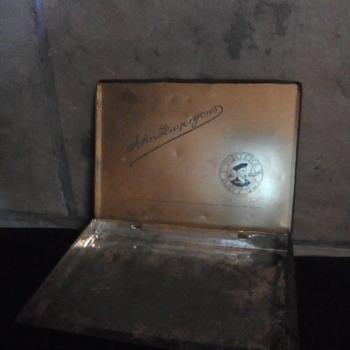 Antique cigarette tin - Tobacciana