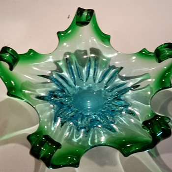 Help identifying this bowl - Art Glass