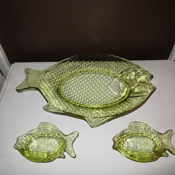 Vaseline Glass Fish Platter And Matching Fish Shaped Sauce Dishes