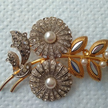Flower brooch marked Czechoslov.  - Costume Jewelry