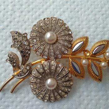 Flower brooch marked Czechoslov.  - Costume Jewelry