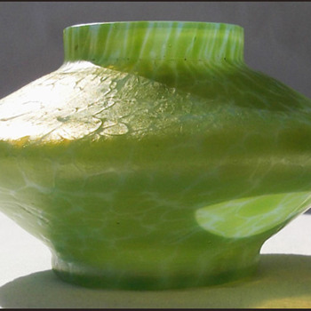 Small Diana Cieste Vase Loetz  or Kralik   ???  - Art Glass