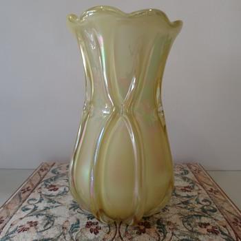 Hineri Vase - Art Glass