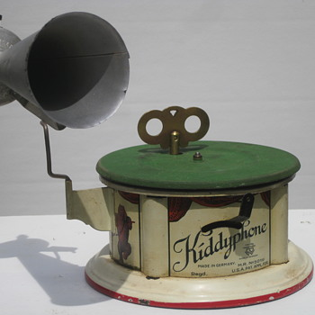 1919 Kiddyphone child's phonograph (Germany) - Toys