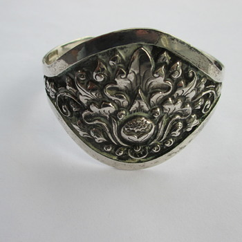Djokja (yogya) silver cuff bangle with lotus flower - Fine Jewelry