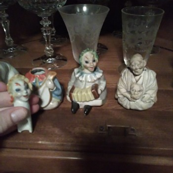 I think they are salt and pepper shakers ,not sure ,lmk if you know! - Figurines