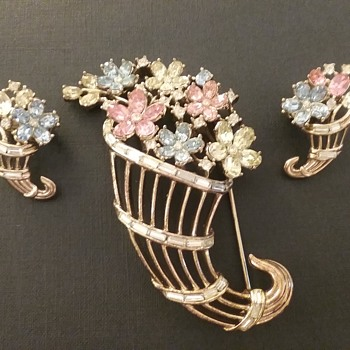 Trifari cornucopia brooch and earring set  - Costume Jewelry