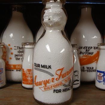 SAWYER FARMS...GILFORD NEW HAMPSHIRE 2 COLOR BABY TOP MILK BOTTLE - Bottles