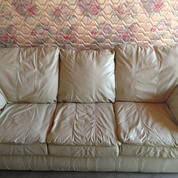 Perfect condition vintage style 6foot couch and love seat section!  - Furniture
