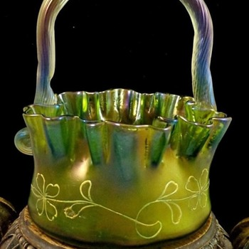ANTIQUE BOHEMIAN LOETZ GELBGRÜN ENAMELED DEK I/107 ART NOUVEAU GLASS BASKET - Art Glass