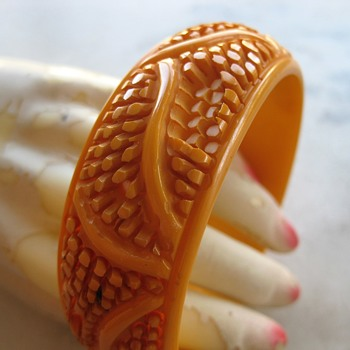 Butterscotch bakelite carved bangle - Costume Jewelry