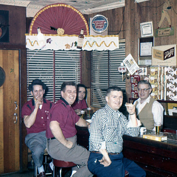 Straubs Bar, Kingston, PA...mid 1960s - Breweriana