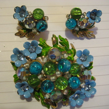 SELINI Signed Blue Enamel Flower Bouquet and Earrings - Costume Jewelry