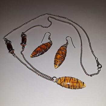 kinda interesting ladies necklace/earrings set? - Costume Jewelry