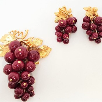 Burgandy Cabochons set by BOUCHER 1960 - Costume Jewelry