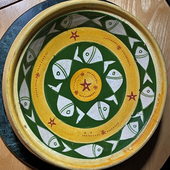 Beautiful, large bowl with fishes signed 'SAFI' with some arabic script - Pottery