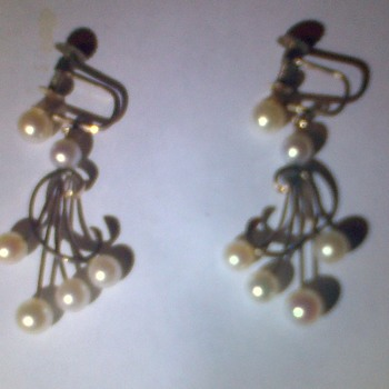Vintage GOLD Earrings with Pearls