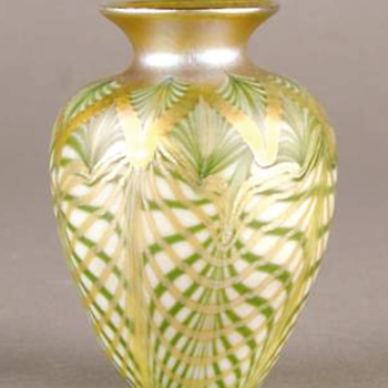 QUEZAL ART GLASS VASE, circa 1907 - Art Glass