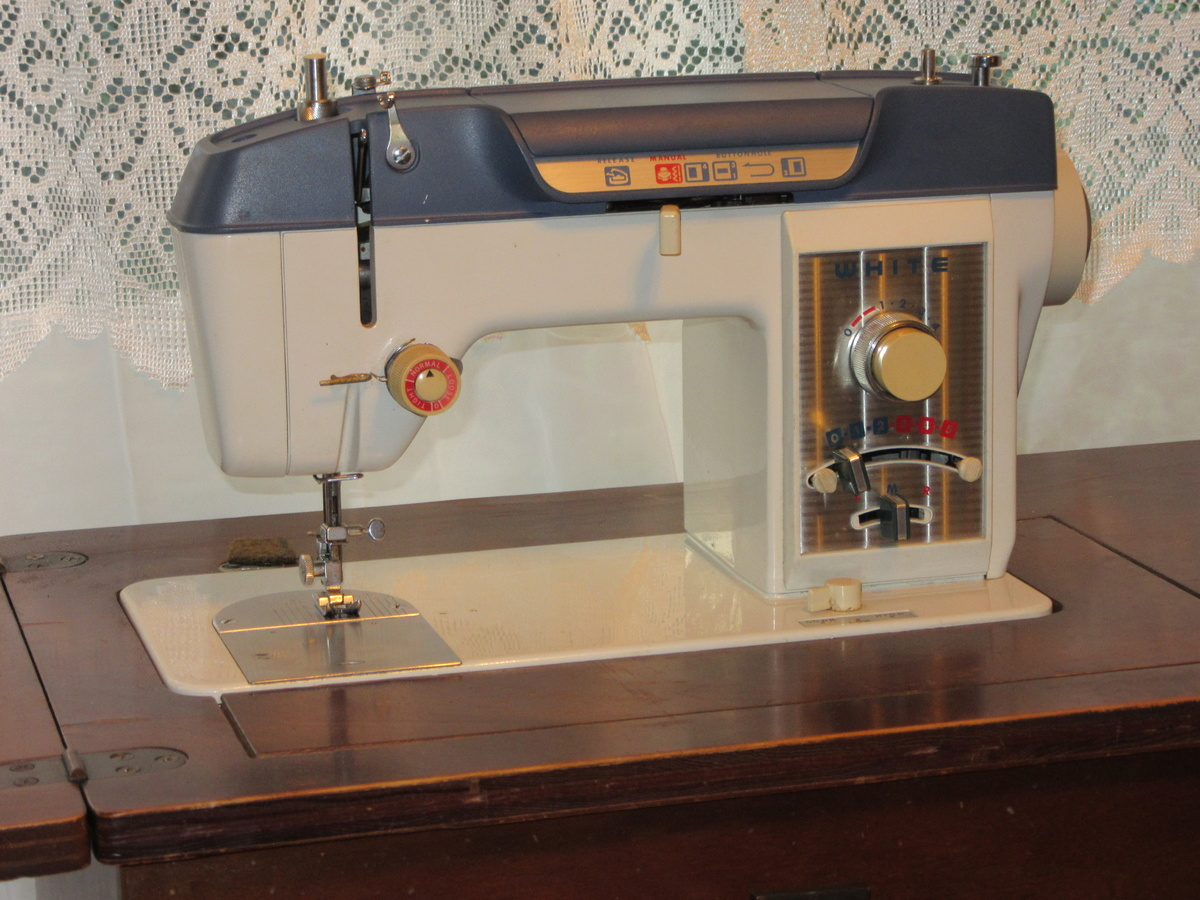 My WHITE 976 Sewing Machine | Collectors Weekly