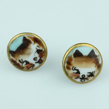 Oriental painted cat earrings - Costume Jewelry