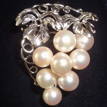 Vintage Silver Cultivated Pearl Grapes on Branche Pendant Brooch - Fine Jewelry