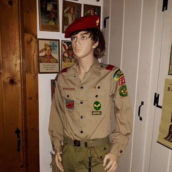 Saturday Evening Scout Post Oscar de la Renta Long Sleeved Boy Scout Shirt 1980s - Medals Pins and Badges