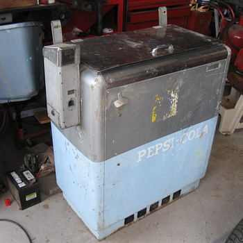 IDEAL 55 Soda chest cooler 1950's - Coin Operated