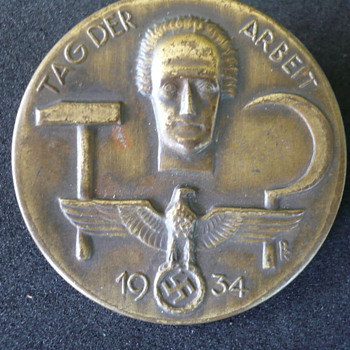 Day of Work Tinnie Badge - Military and Wartime