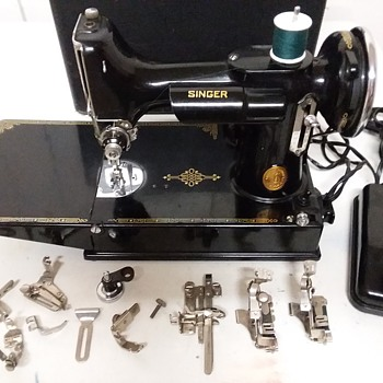 Singer Feather Weight model 221-1 - Sewing