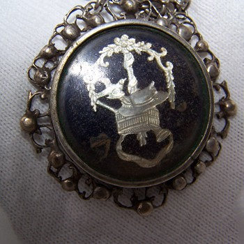 Military Pendent possibly Indian.  Does anyone reconize this insignia? - Military and Wartime