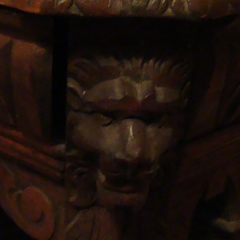 lion head desk