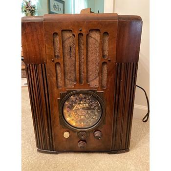 Zenith Model 9-S-30 Tombstone Radio (1936) - Radios