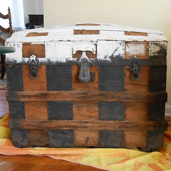 Barrel Stave Trunk circa 1885? - Furniture