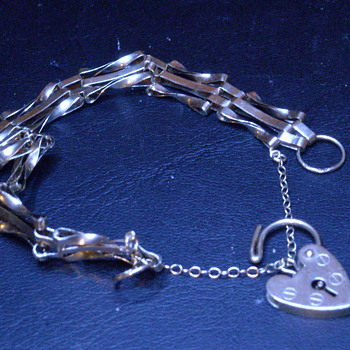 9ct Heart Lock Bracelet - Fine Jewelry