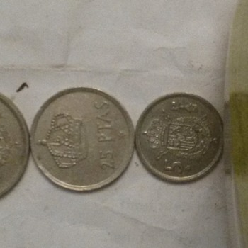 3 coin size of ptas - World Coins