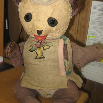vintage bear with no tags or labels, please help me find out what this is! - Dolls