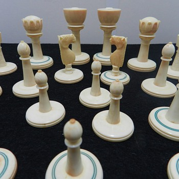 Antique Ivory Chess Set - Origins? Age? - Games
