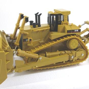 Caterpillar D11R - Toys