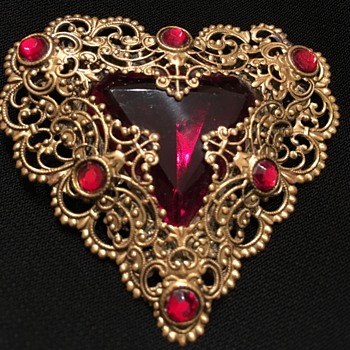 Czech Heart-Shaped Golden brooch with Lace-work detailing and Red Rhinestones - Costume Jewelry